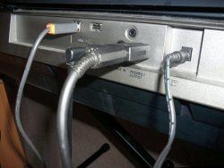 Zapojenie do reproduktorového výstupu na keyboarde