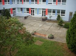 Školský dvor pred realizáciou projektu